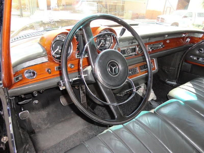 Mercedes 600 Pullmann (6 portas) 11