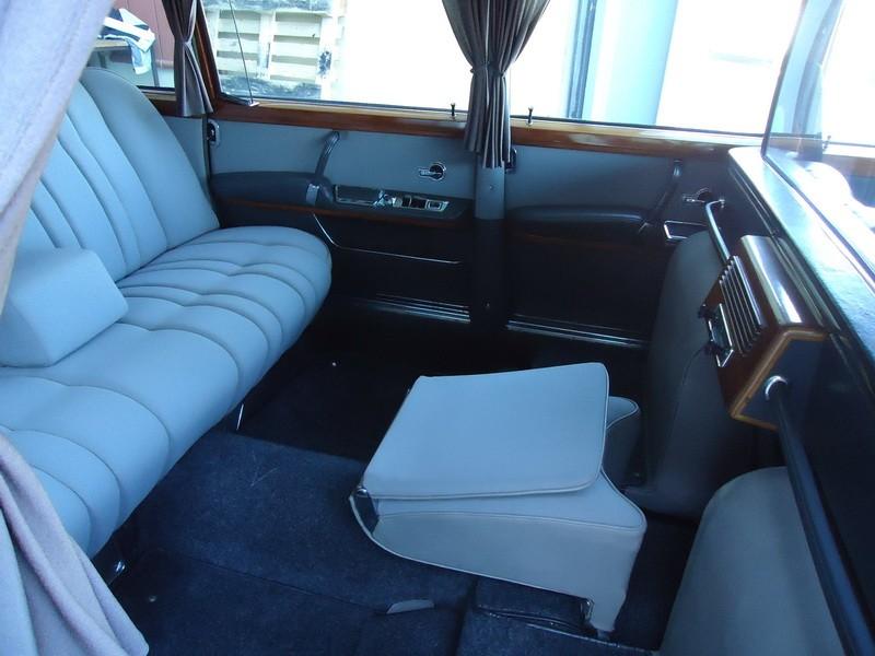 Mercedes 600 Pullmann (6 portas) 13