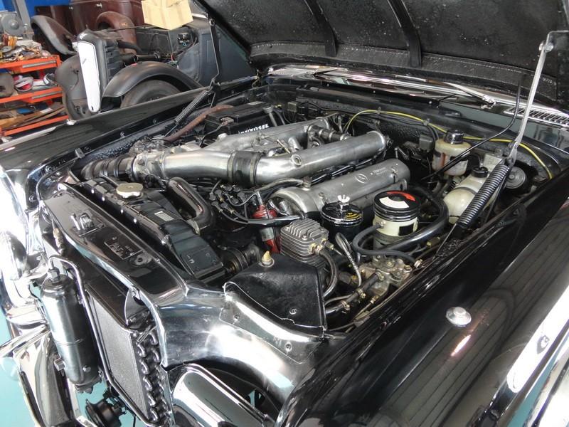 Mercedes 600 Pullmann (6 portas) 19